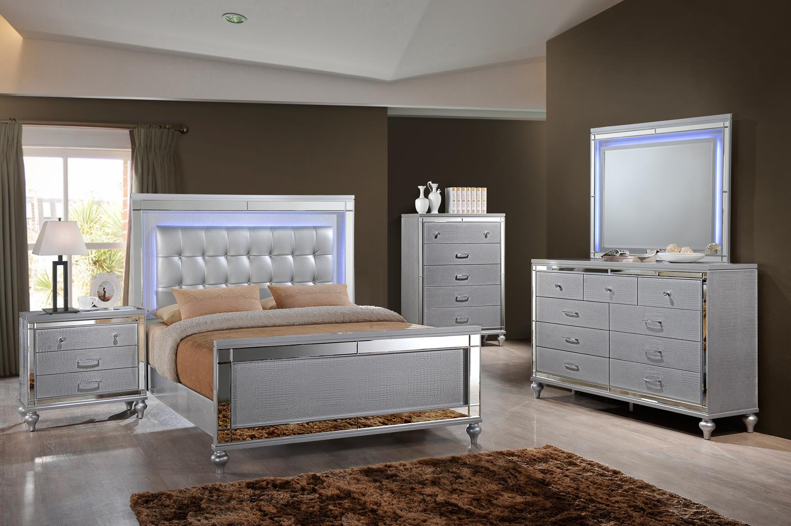 New Classic Furniture Valentino 4pc Upholstered Lighted Bedroom Set in Silver